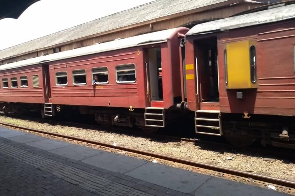 Durchschnittlicher Zug in Sri-Lanka