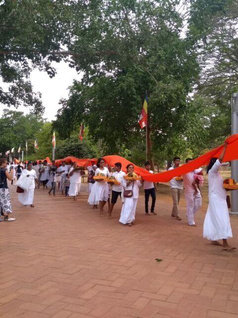 Prozession zur Dagoba Anuradhapura