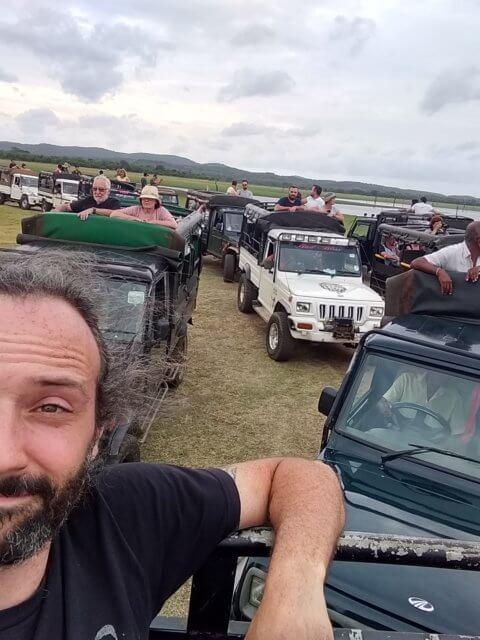 Jeep Herde bei der Safari