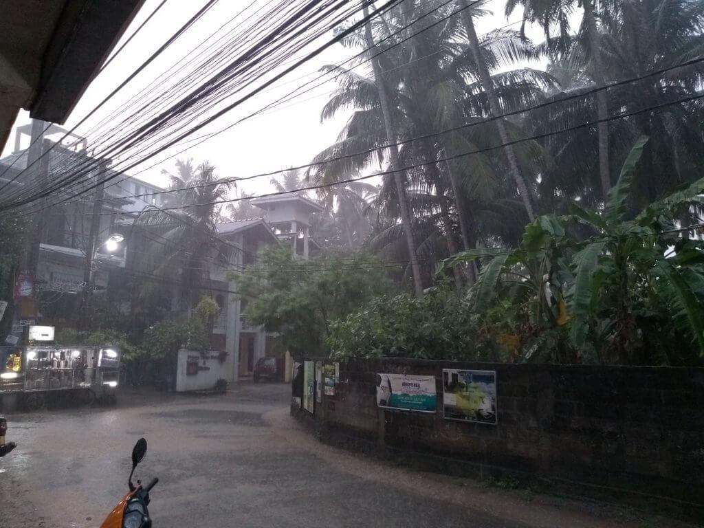 Regen in der Regenzeit, Unawatuna