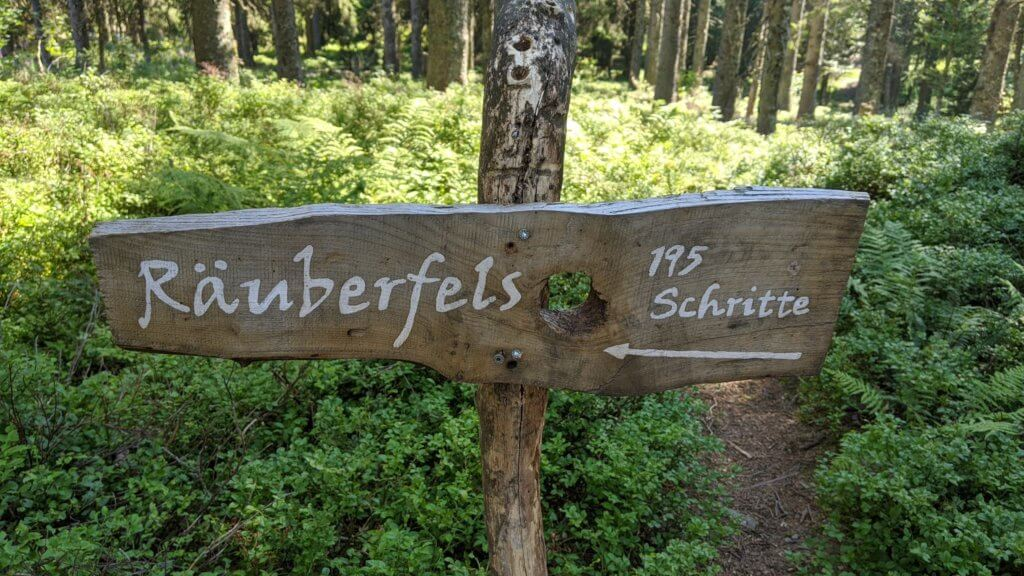Wichtelpfad Feldberg Räuberfels Schild